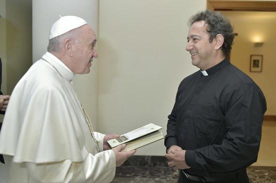 En el marco de los cuatro años como Pontífice el Papa Francisco anuncia su visita a Colombia IUSH
