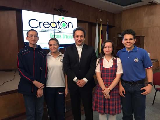 Presidente de la Organización hace reconocimiento a estudiantes del Salazar y HerreraIUSH