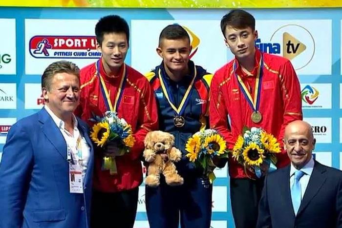 Egresado del Liceo Salazar y Herrera, Campeón Mundial Junior de clavados en Ucrania.IUSH