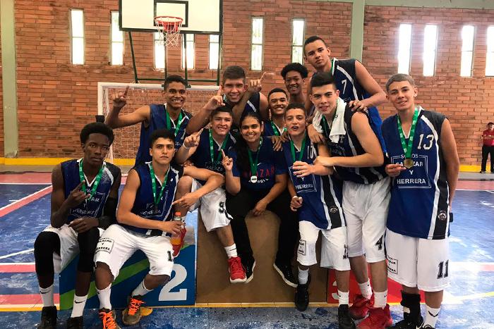 Equipo de Baloncesto Masculino se desataca en juegos Indercolegiados SupérateIUSH