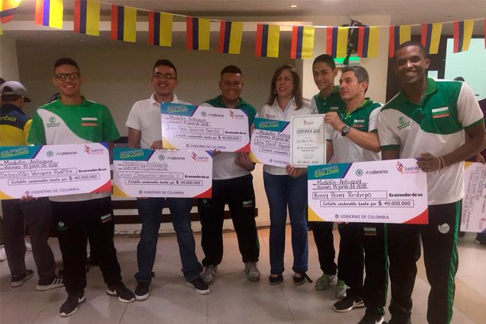 Equipo de Voleibol del Liceo premiado en Indeportes AntioquiaIUSH