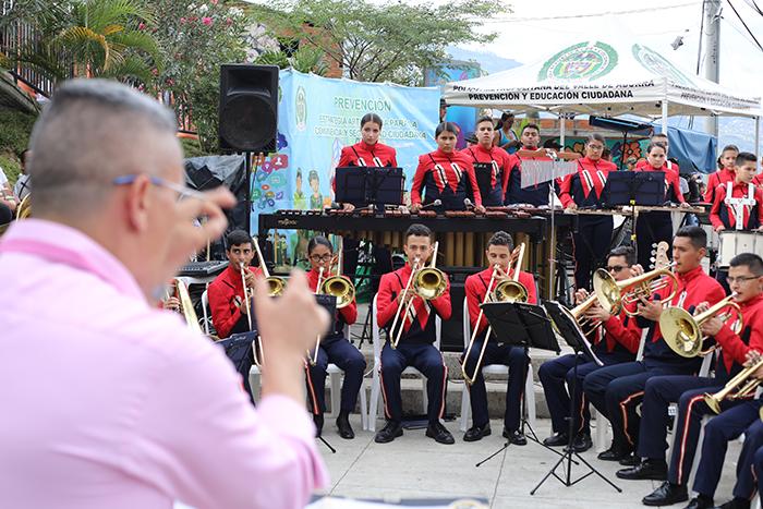 La Banda del Liceo Salazar y Herrera lleva por primera vez a la Comuna 13 una agrupación de cámaraIUSH