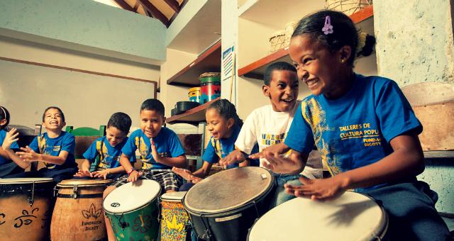 Con música niños Yemeníes olvidan su realidadIUSH