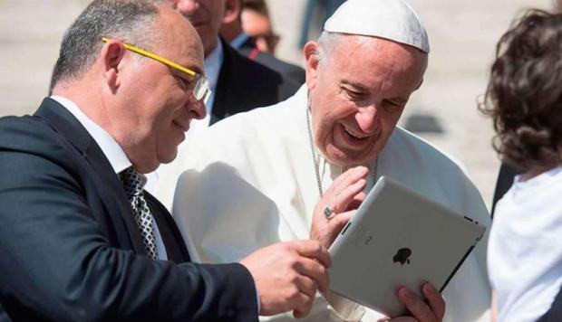 El Sumo Pontífice da el primer paso para ser un aliado de la tecnologíaIUSH