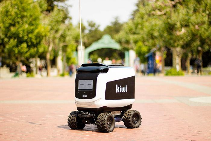 Colombianos emprenden con robots en el servicio de envíoIUSH
