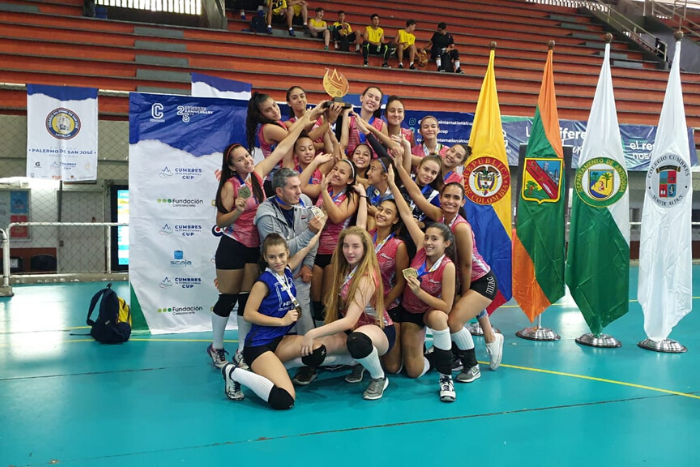 El voleibol femenino juvenil liceísta, campeón de torneo internacional.IUSH