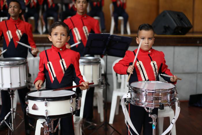Sociedad multicultural: Importancia de la formación cultural, deportiva y musical.IUSH
