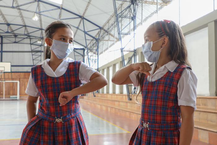 La vacunación, una estrategia para mitigar el virus en las instituciones educativas.IUSH