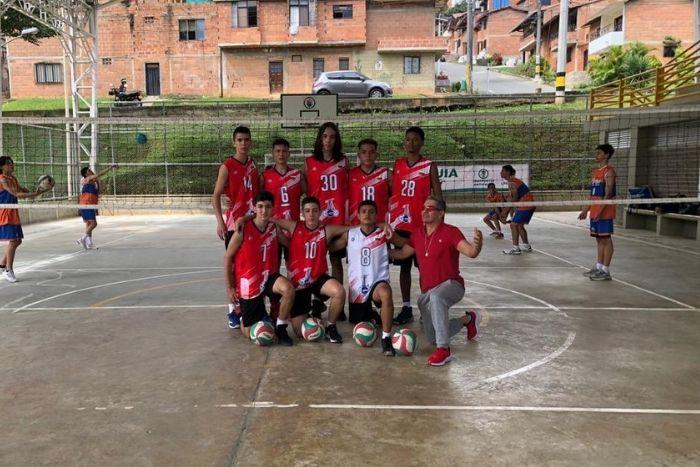 Equipo de Voleibol Masculino campeón metropolitano en los IntercolegiadosIUSH