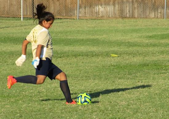 Participa de la oferta de fútbol femenino IUSH