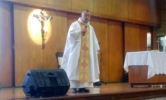 El Rector Encargado Pbro. Jairo Alonso Molina Arango realizó su primera misa en el Liceo Salazar y HerreraIUSH